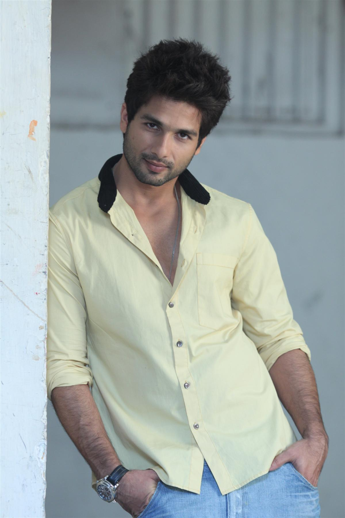 shahid kapoor photos images wallpapers pics download