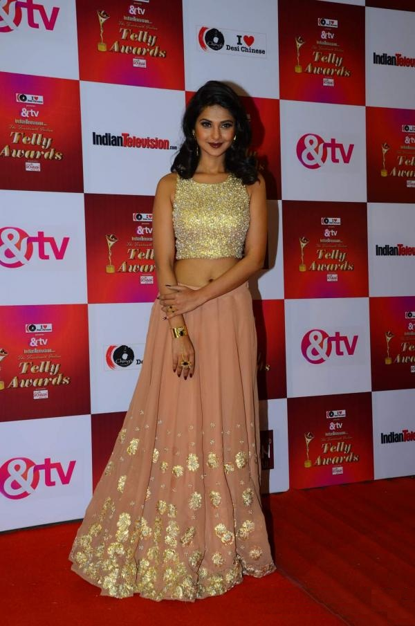 Jennifer Winget Hot Look At Award Show