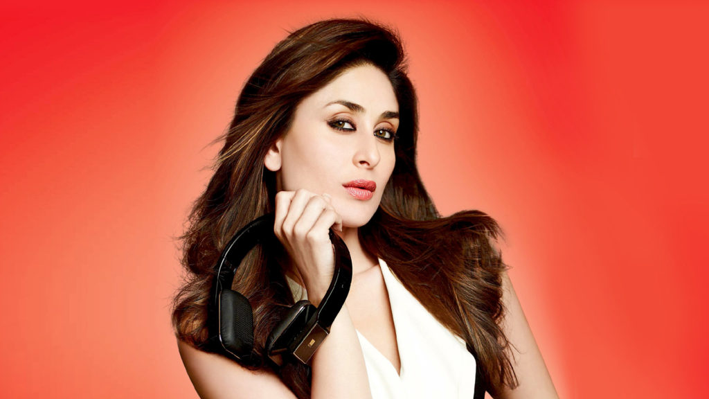 55+ Kareena Kapoor Hot In Bikini Wallpapers Photos & More