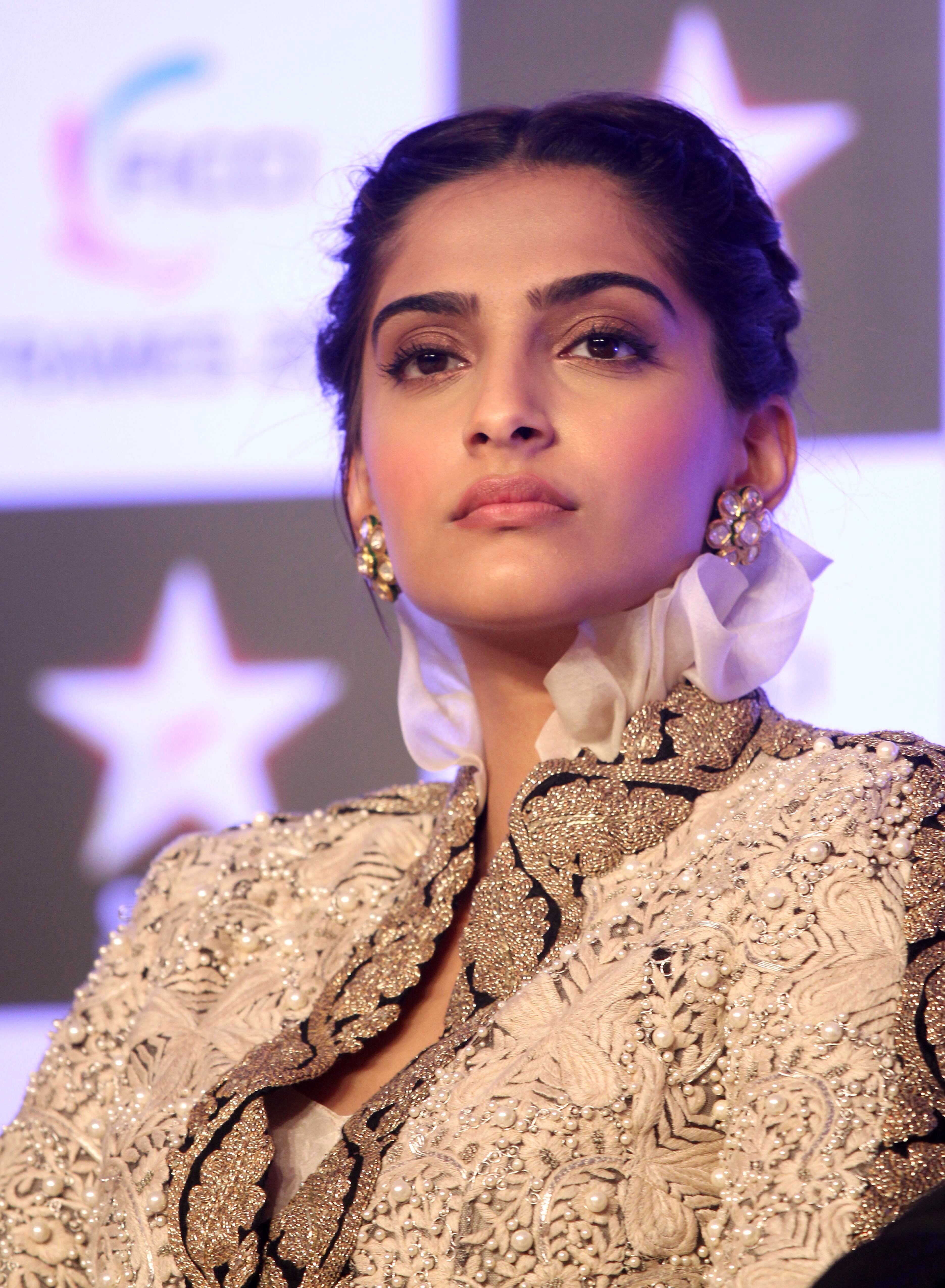 beauriful sonam kapoor hot in bikini pictures photoshoot