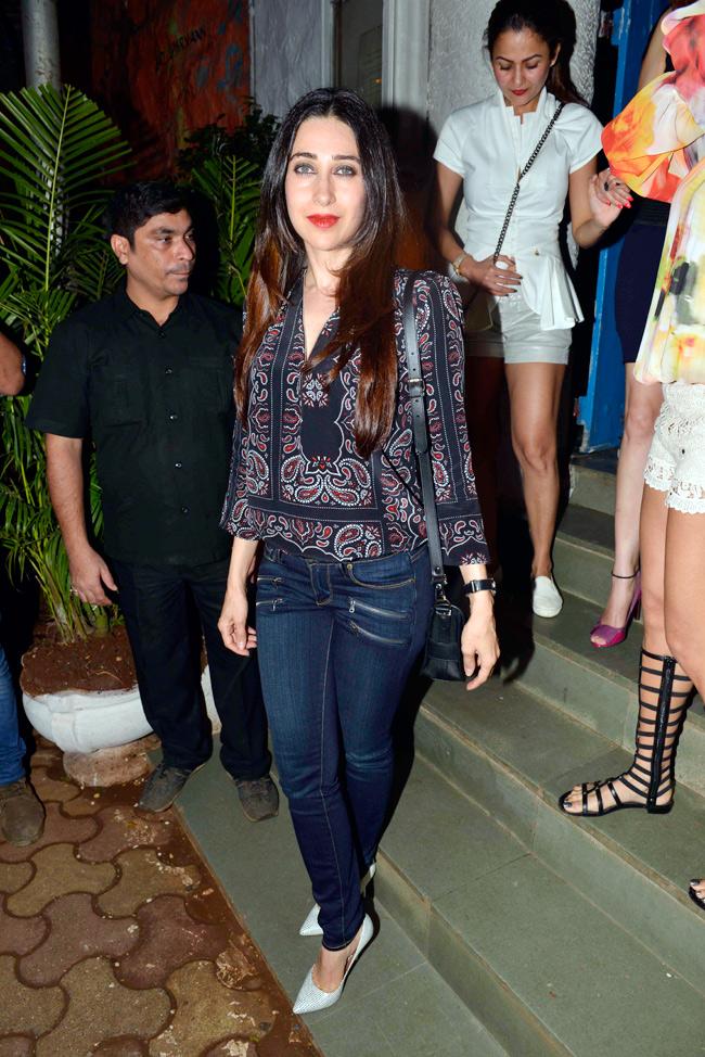 Karisma Kapoor Beautiful Images In Jeans Top