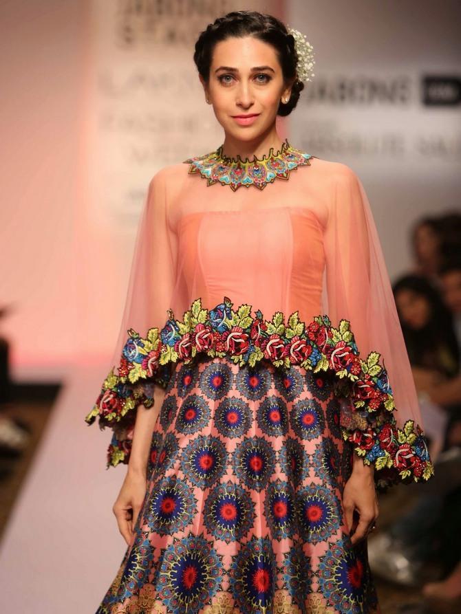 Karisma Kapoor Lovely Pictures At Rampwalk