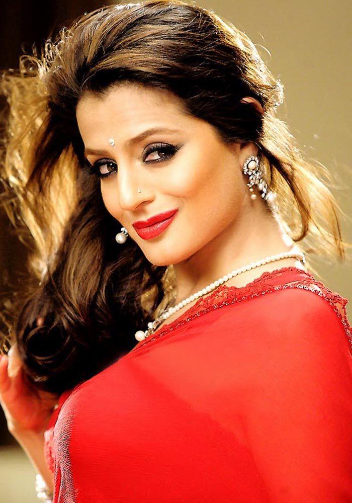 Ameesha Patel Full HD Photos