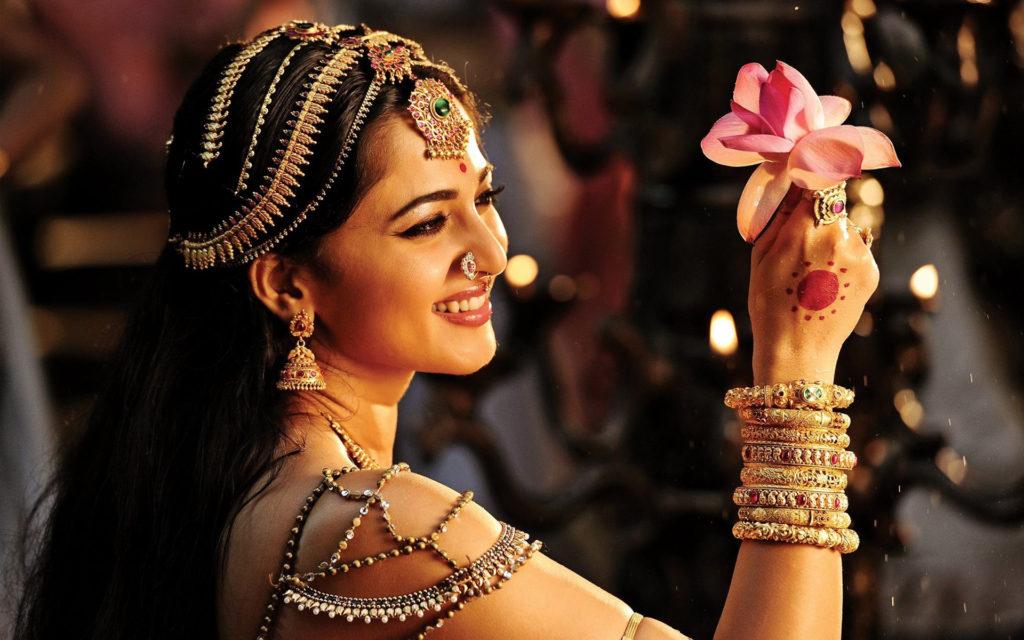 Anushka Shetty Attractive & Cute Images