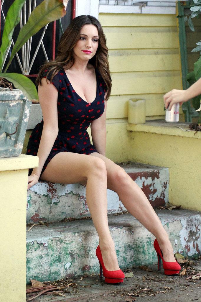 Hollywood Actress Kelly Brook Hot Images Photos