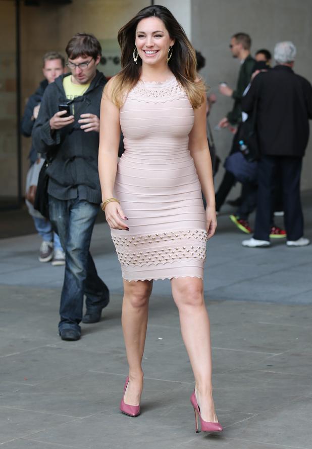 Hollywood Actress Kelly Brook Latest Hot Bikini Pics