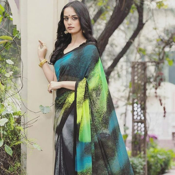 Manushi Chhillar Beautiful Images In Saree