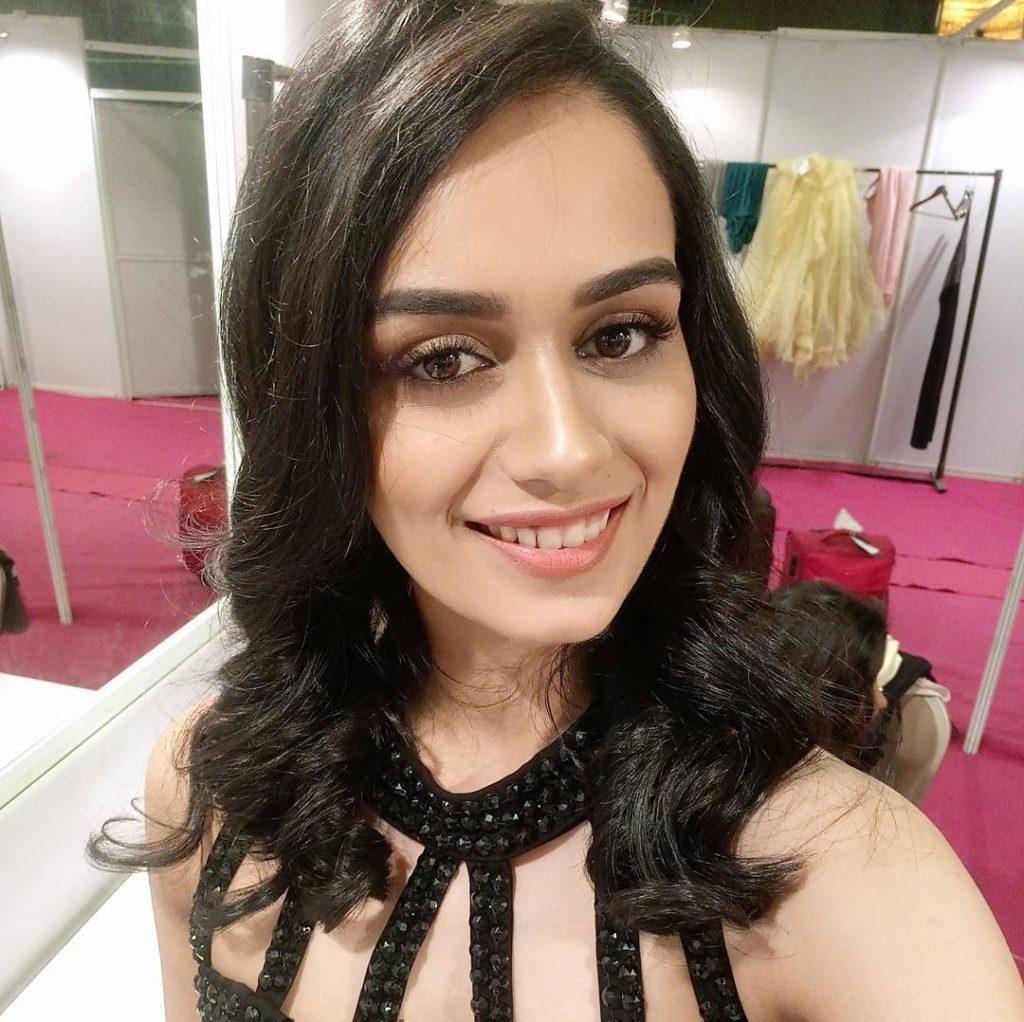 Manushi Chhillar Hot & Sexy Images