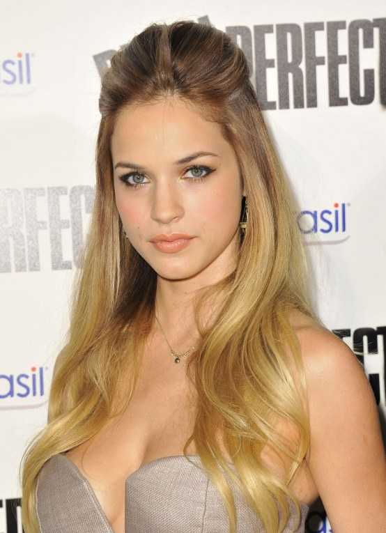Alexis Knapp Hot & Sizzling Wallpapers