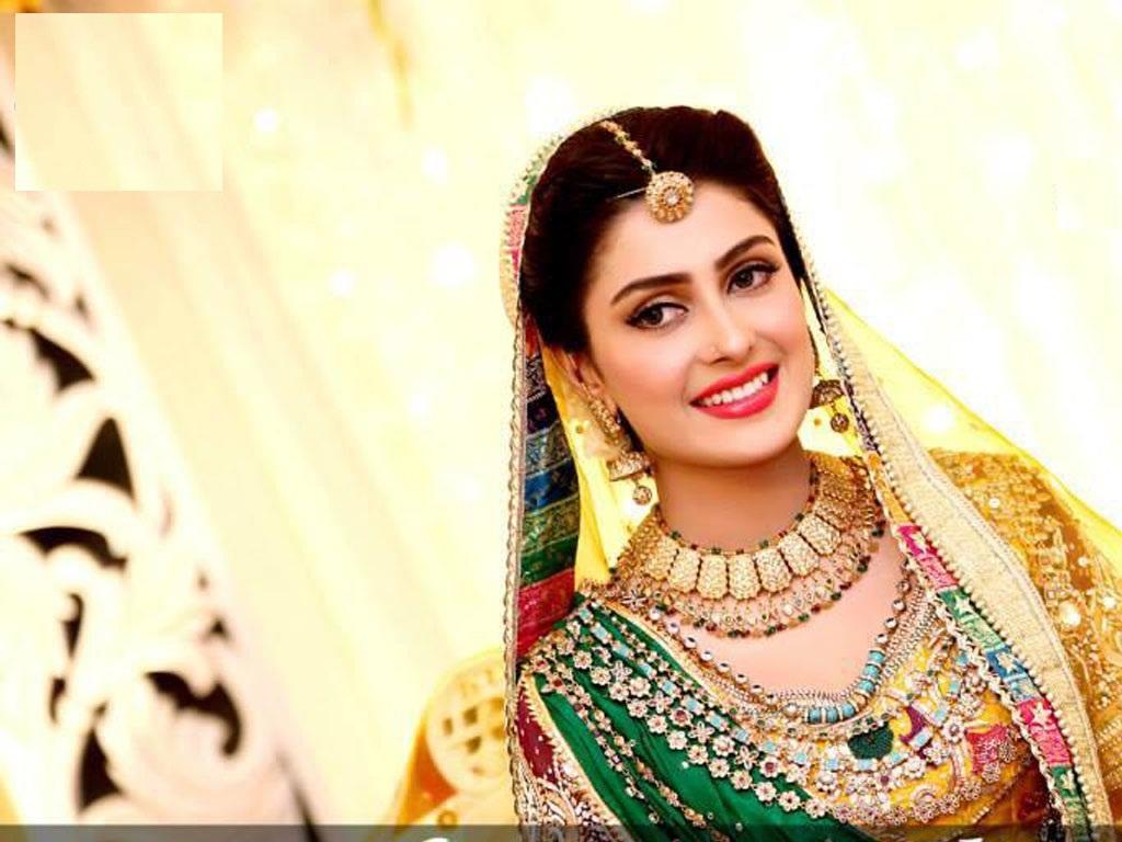 Download Mahanati Savitri Real Life Family And Unseen: Ayeza Khan Hot & Spicy Navel Images & Wallpapers