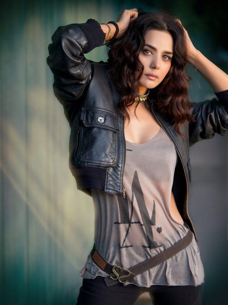 Beautiful Actress Preity Zinta Cute Wallpapers