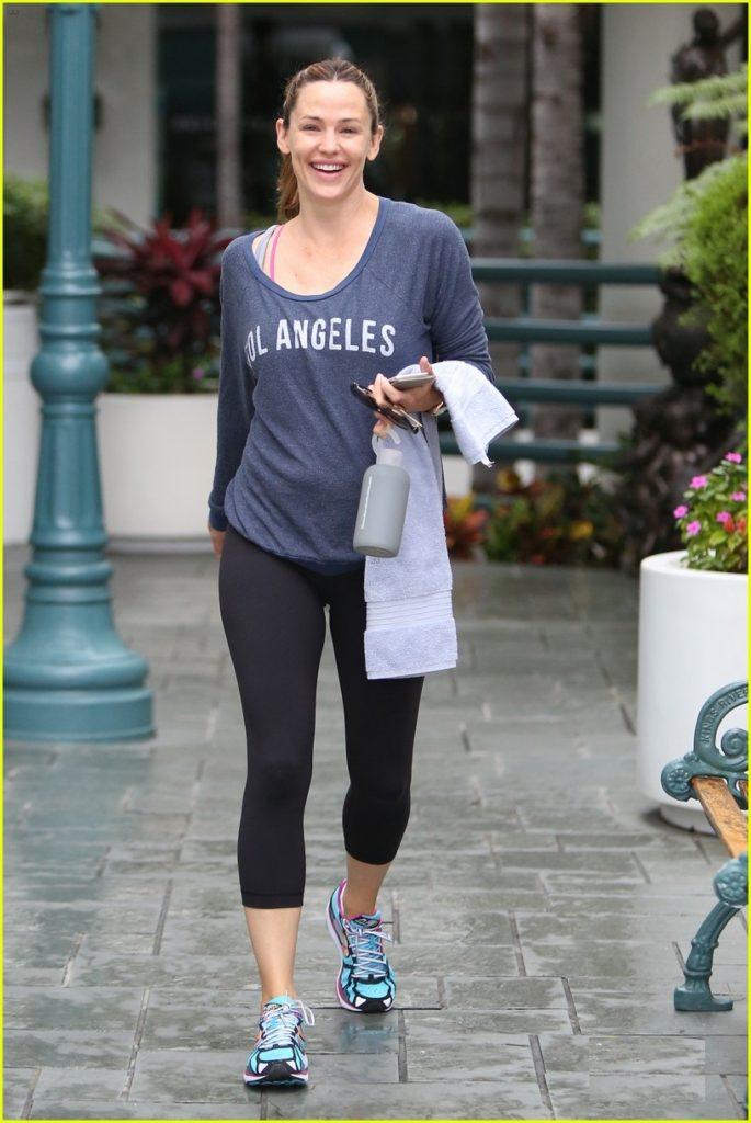 Jennifer Garner Hot Look In Short Cloths