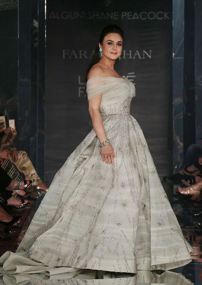 Preity Zinta At Awards Show Pics
