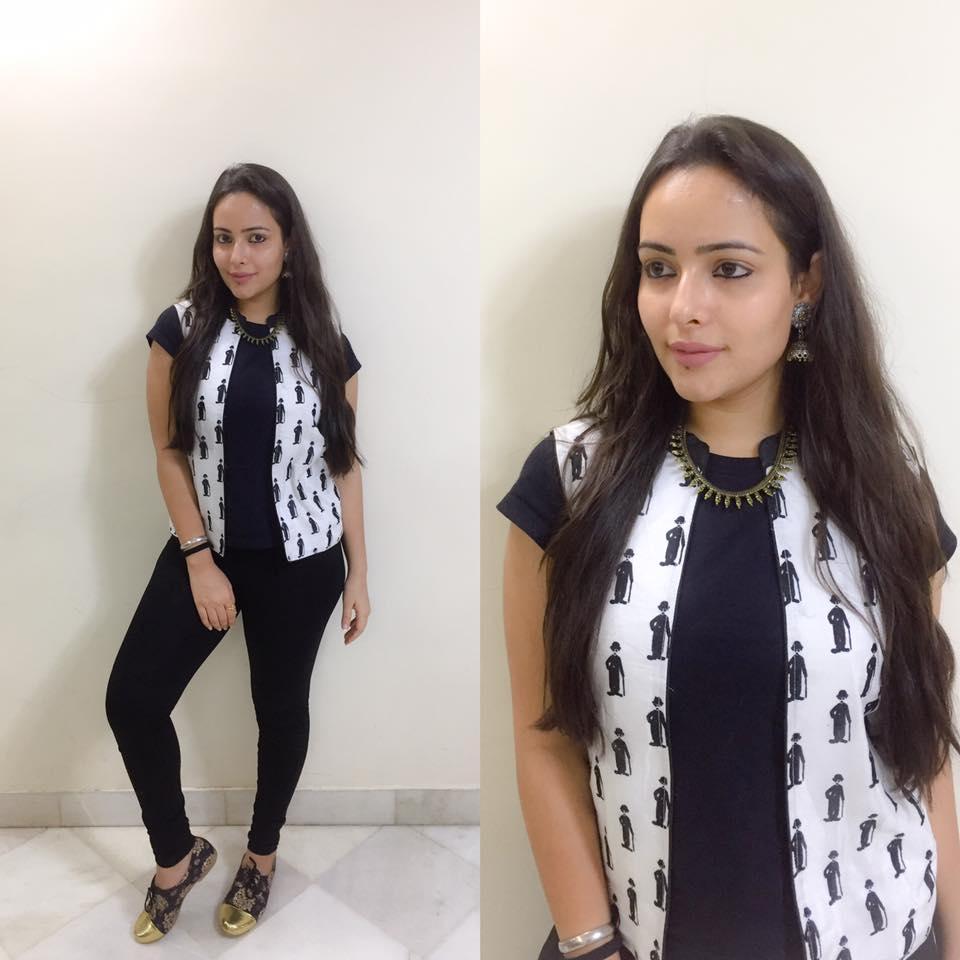 Aanchal Munjal New Look Images In Jeans Top