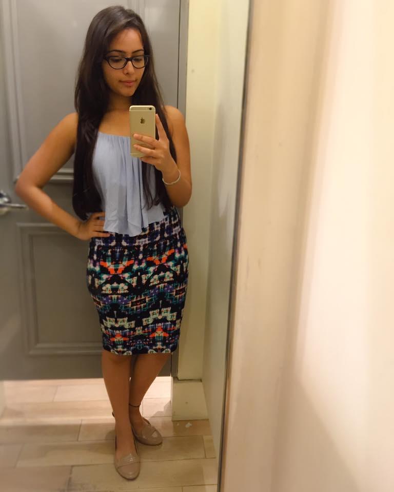 Aanchal Munjal Sexy Legs Pics