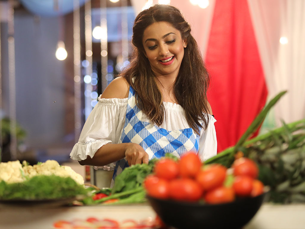 Aindrita Ray Beautiful Images In Kitchen