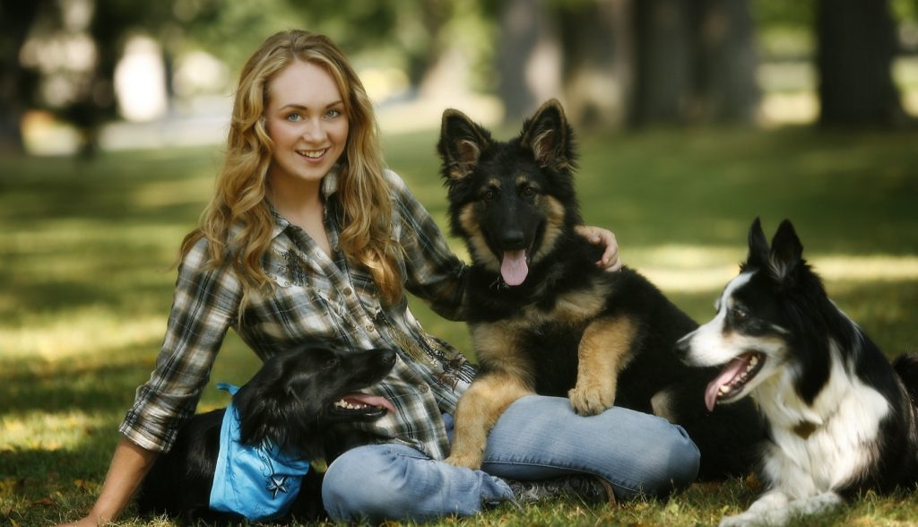 Amber Marshall Cute & Sweet Images With Dogs