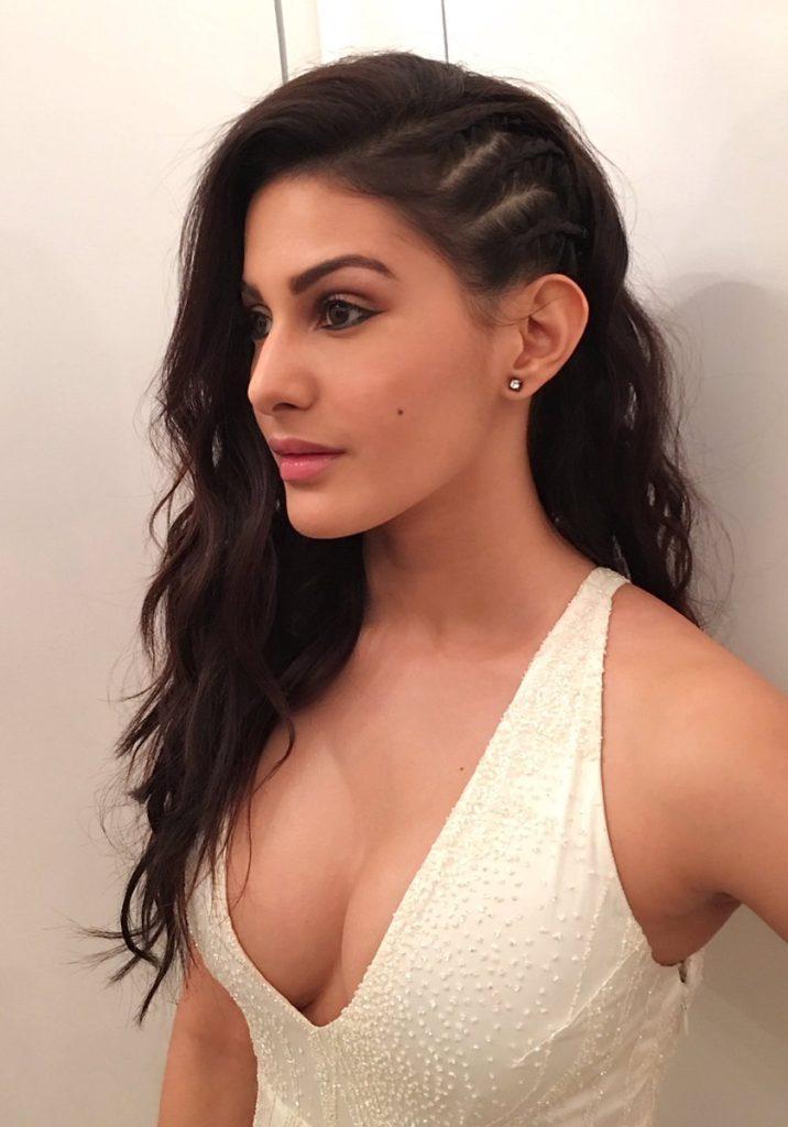 Amyra Dastur Hot Boobs Showing Images