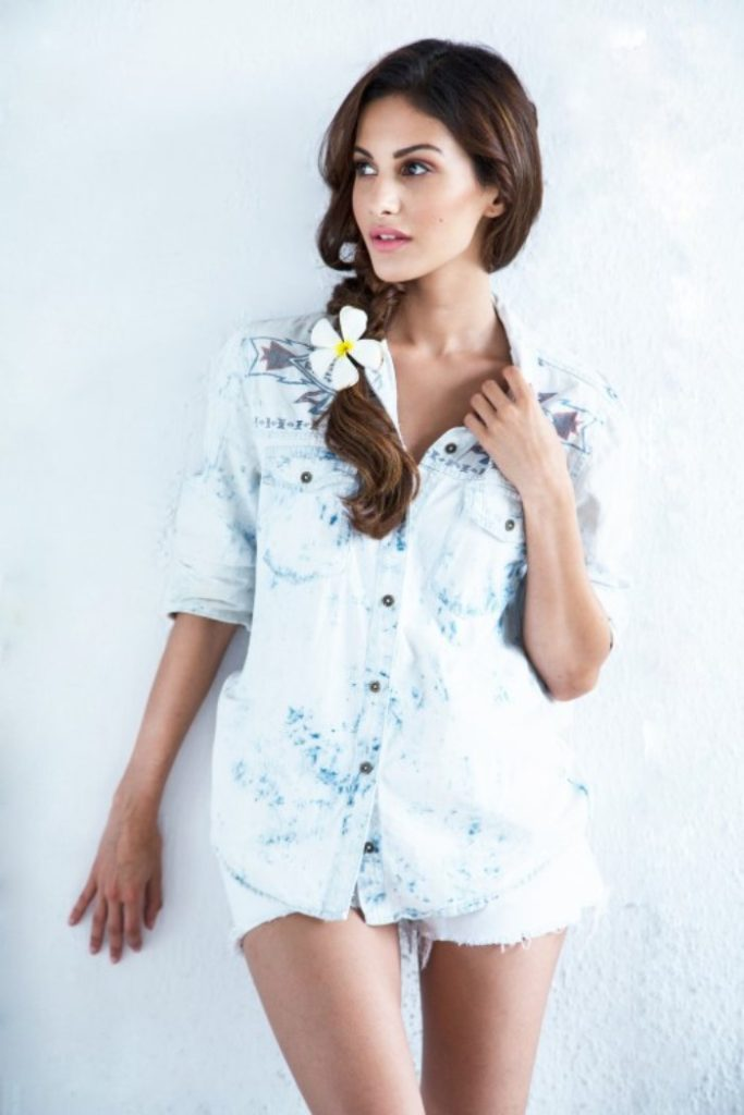 Amyra Dastur Latest Hair Style Images