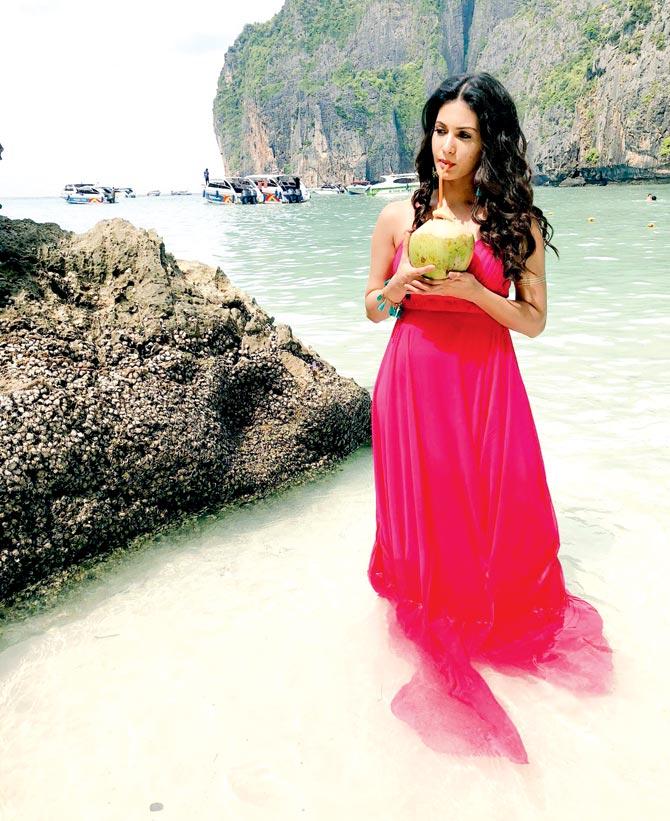 Amyra Dastur Latest Images Download