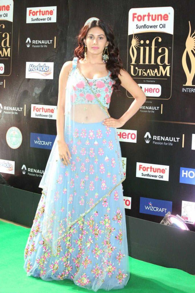 Amyra Dastur Pictures At Award Show
