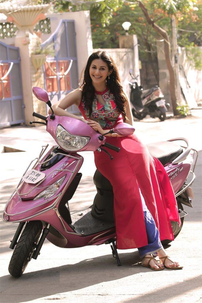 Amyra Dastur Pictures For Desktop