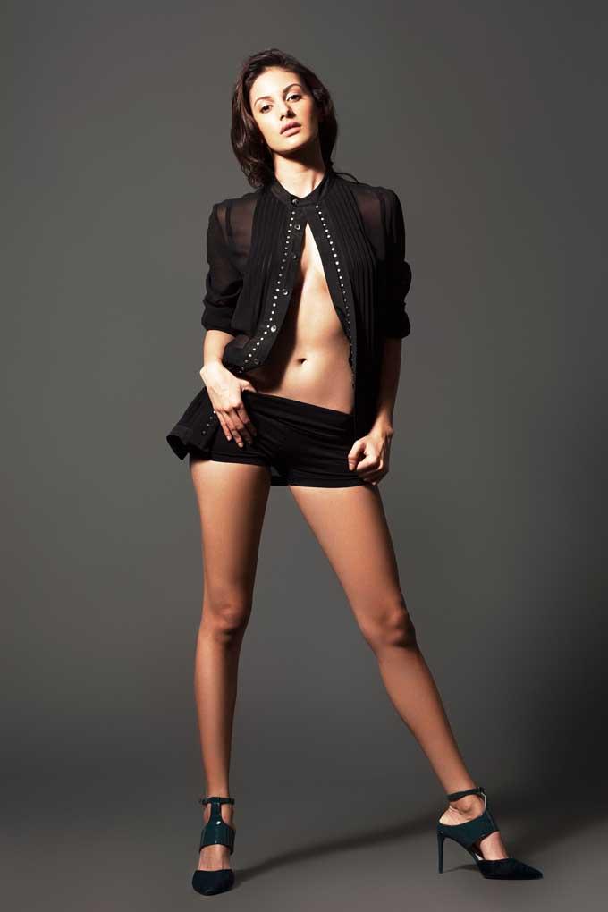 Amyra Dastur Sexy Legs & Boobs Wallpapers