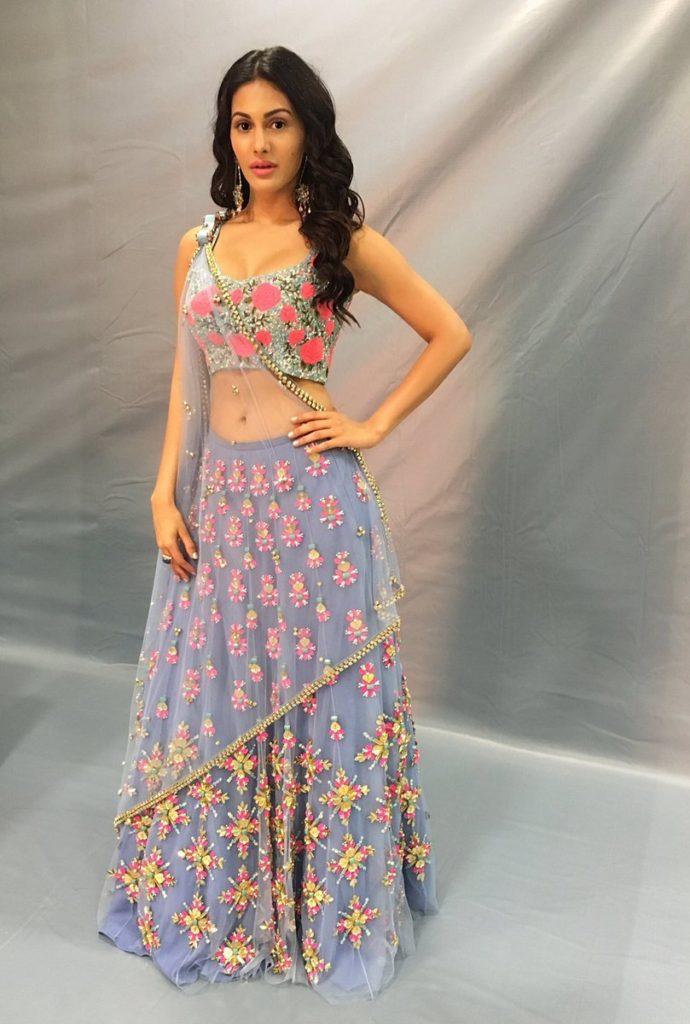 Amyra Dastur Sexy Wallpapers For Profile Pics