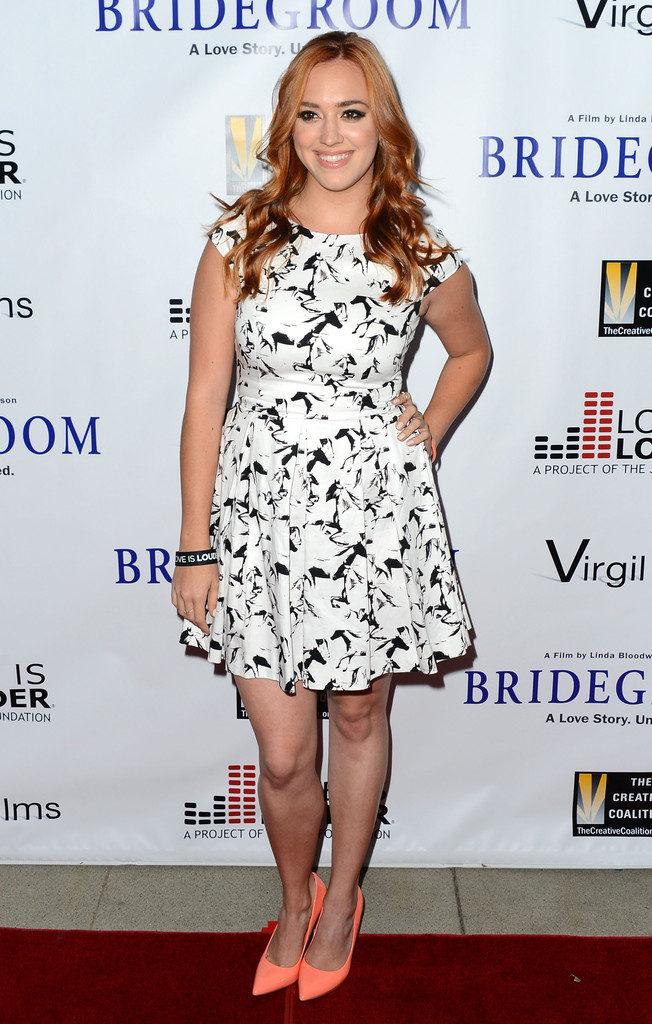 Andrea Bowen Pics In Short Dress