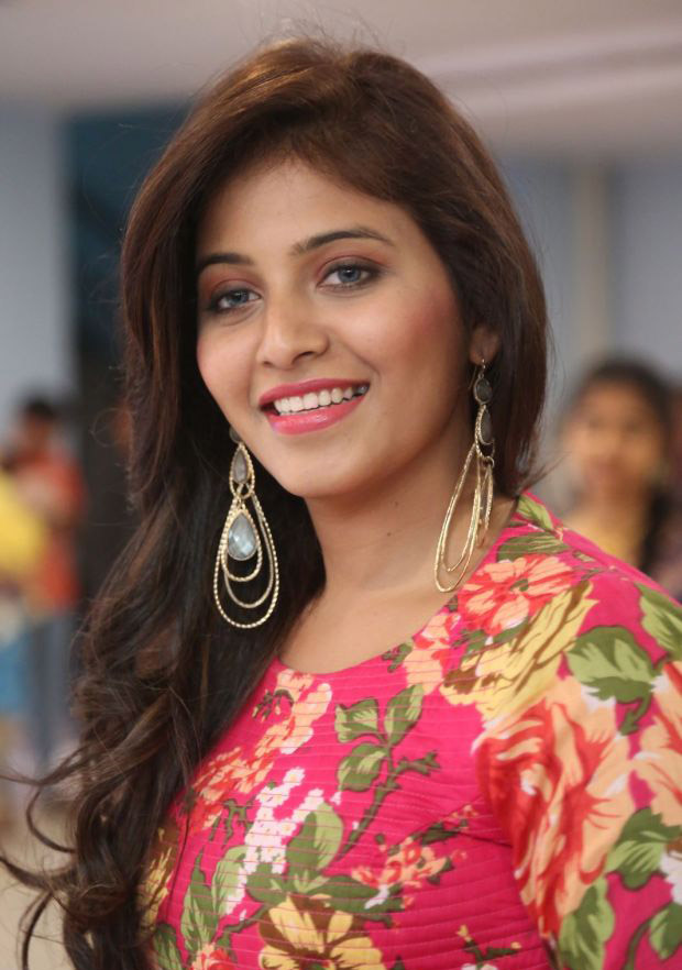 Anjali Upcoming Movie Look Images