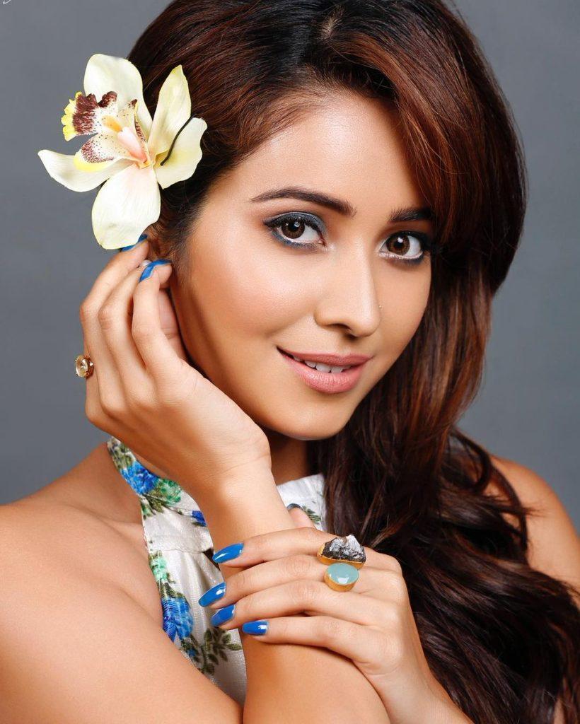 Asha Negi Latest Hair Style Images