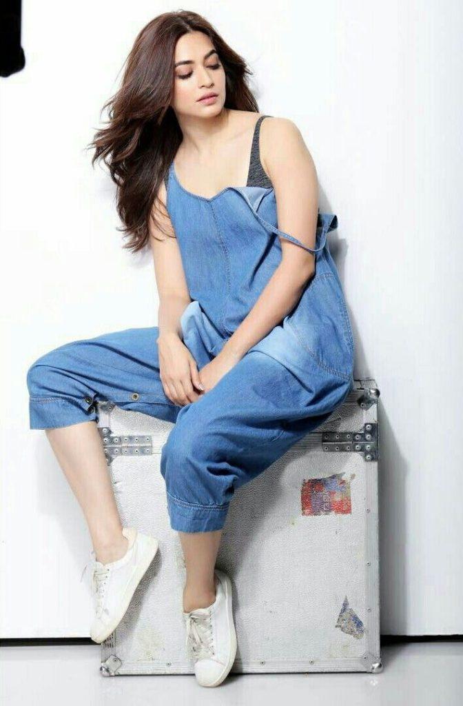 Bollywood Actress Kriti Kharbanda Sizzling Pics
