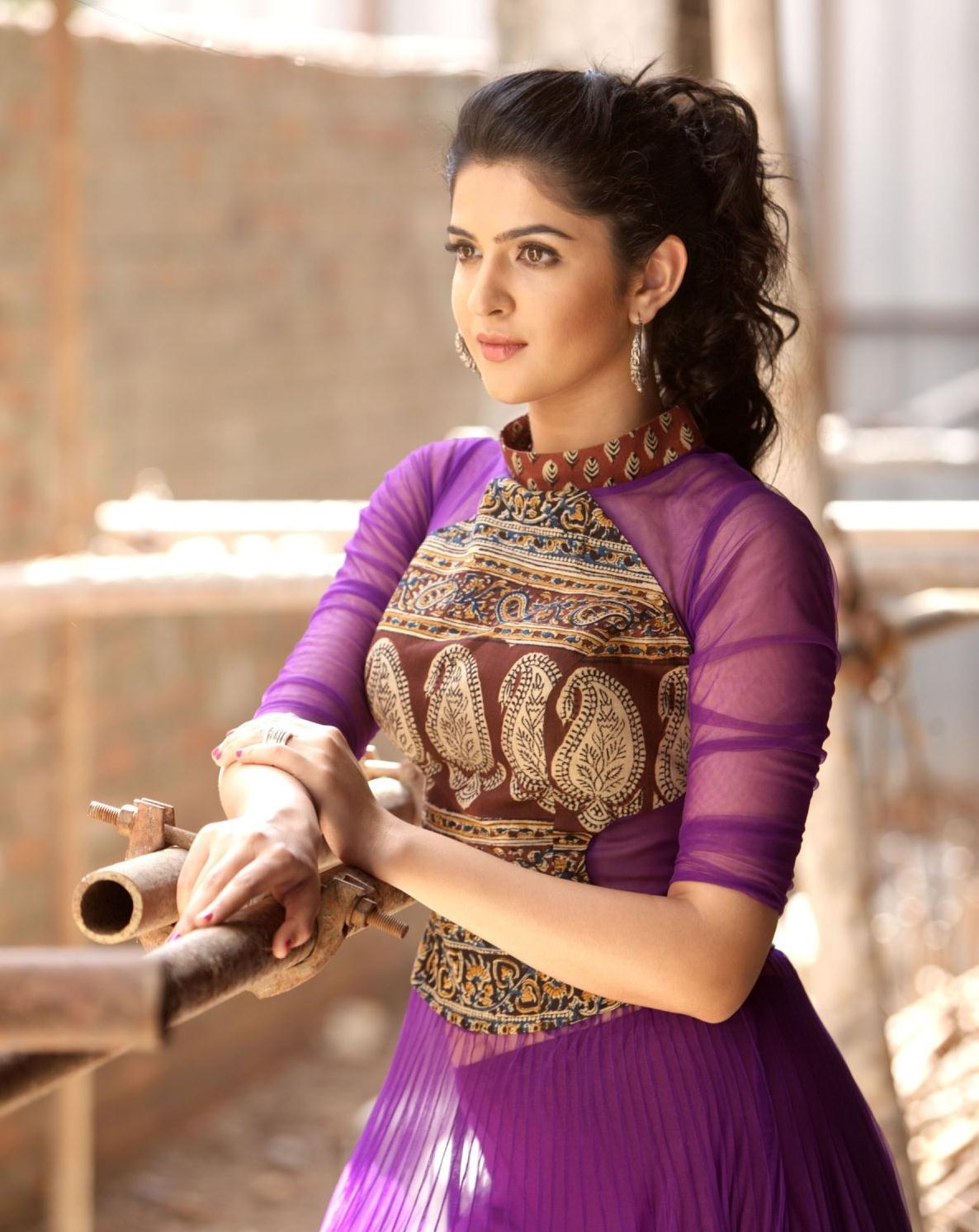 deeksha seth hot & spicy pics photos & hd wallpapers
