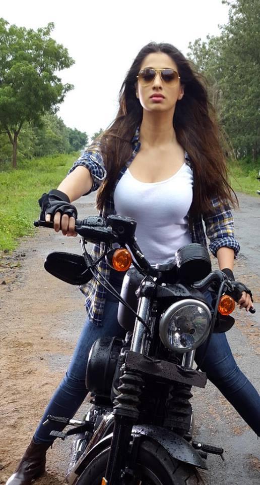 Gorgeous Raai Laxmi Images