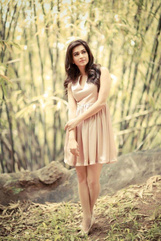 Kriti Kharbanda Attractive & Charming Images