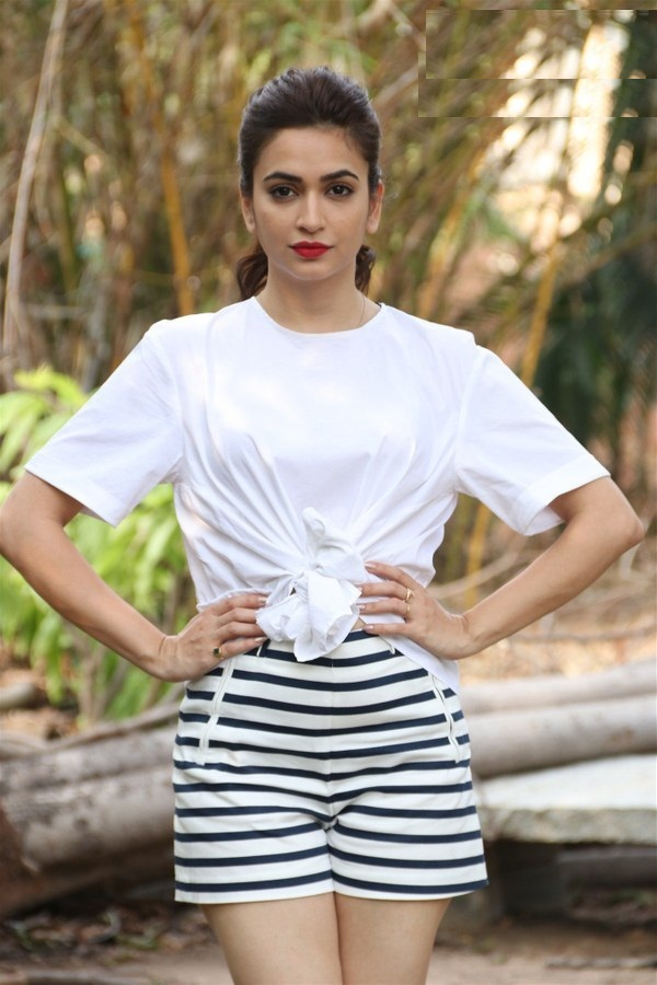 Kriti Kharbanda Latest Hair Style Images