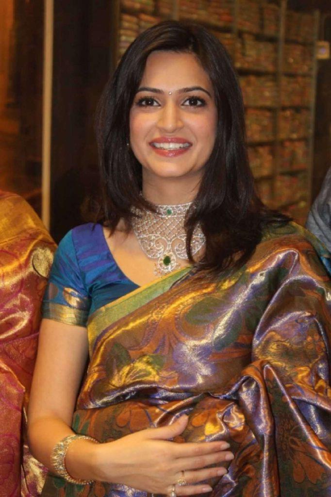 Kriti Kharbanda Royal Look Images