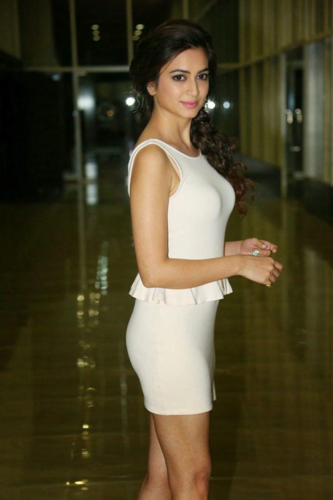 Kriti Kharbanda Sexy Boobs Images