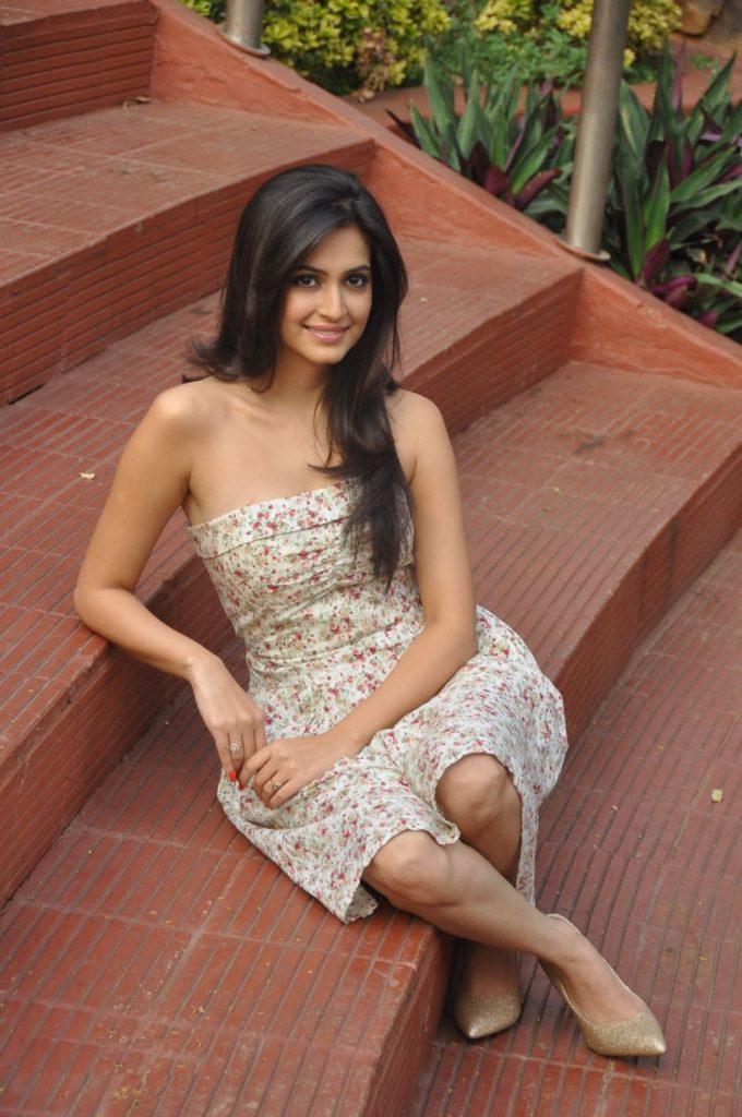 Kriti Kharbanda Sexy Wallpapers In Short Dress