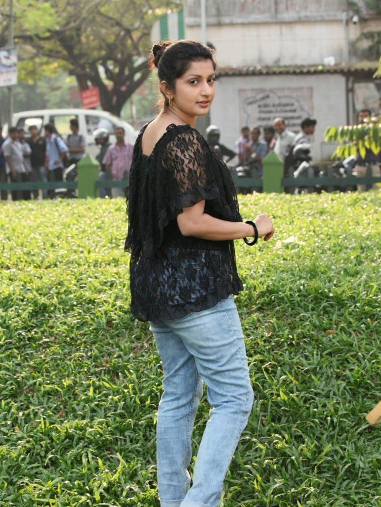 Meera Jasmine Photos Download
