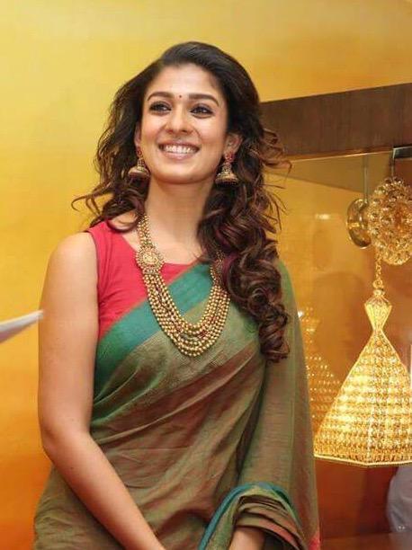 Nayanthara Cute Smiling Wallpapers