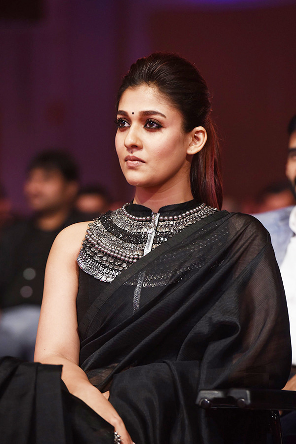 Nayanthara Hot Look Images At Award Show