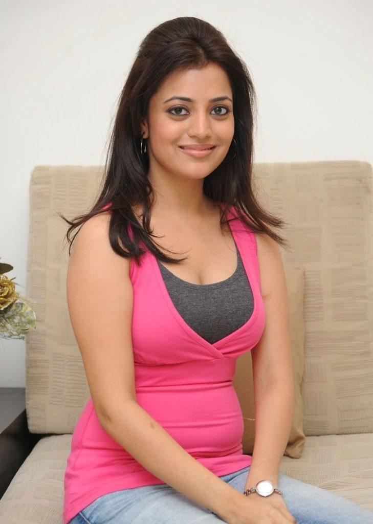 Nisha Agarwal Sexy Boobs Showing Wallpapers Download