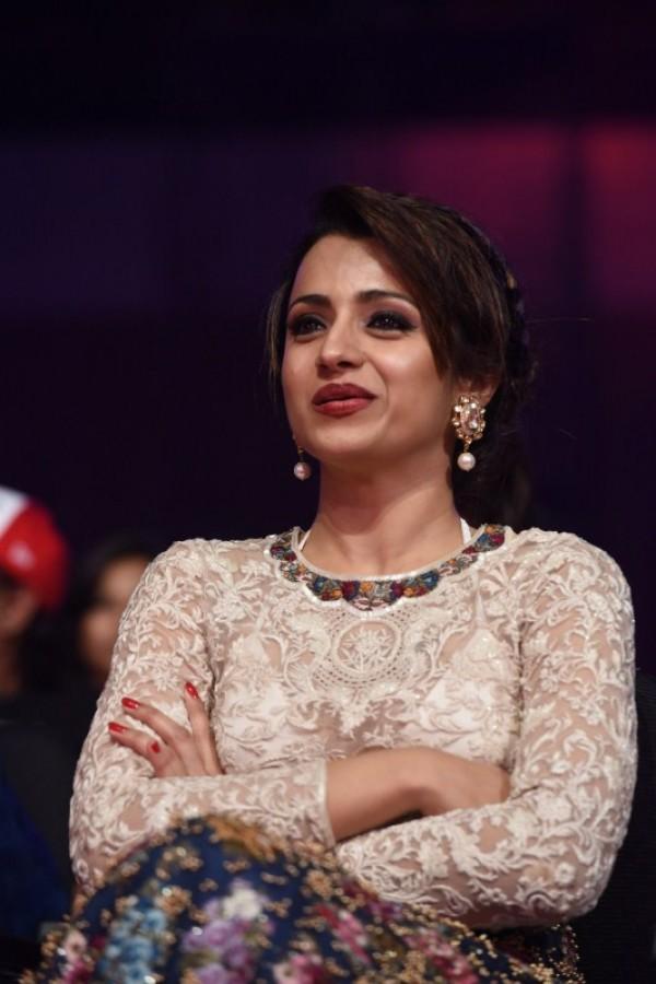 Trisha Krishnan Latest Full HD Photos At Award Show