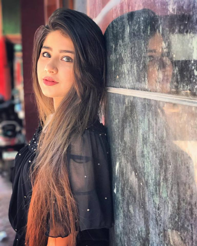 Aditi Bhatia Photos For Desktop