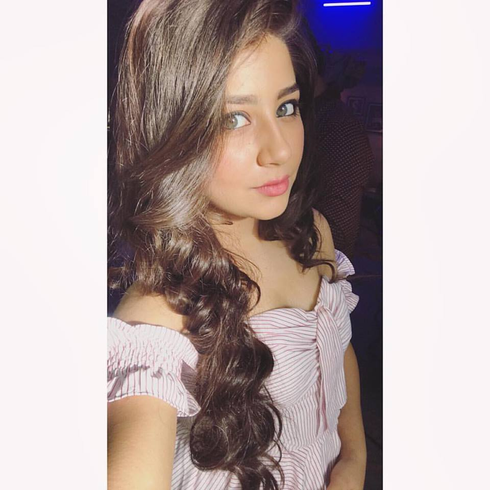 Aditi Bhatia Wallpapers