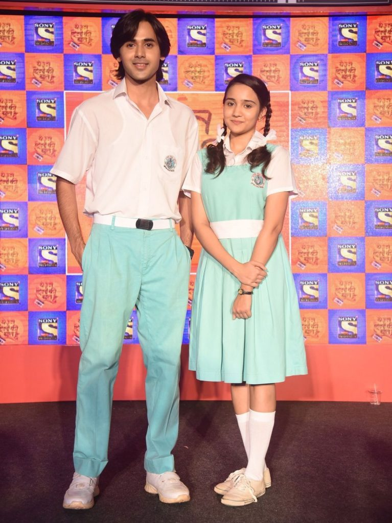 Ashi Singh Lovely Images With Boy