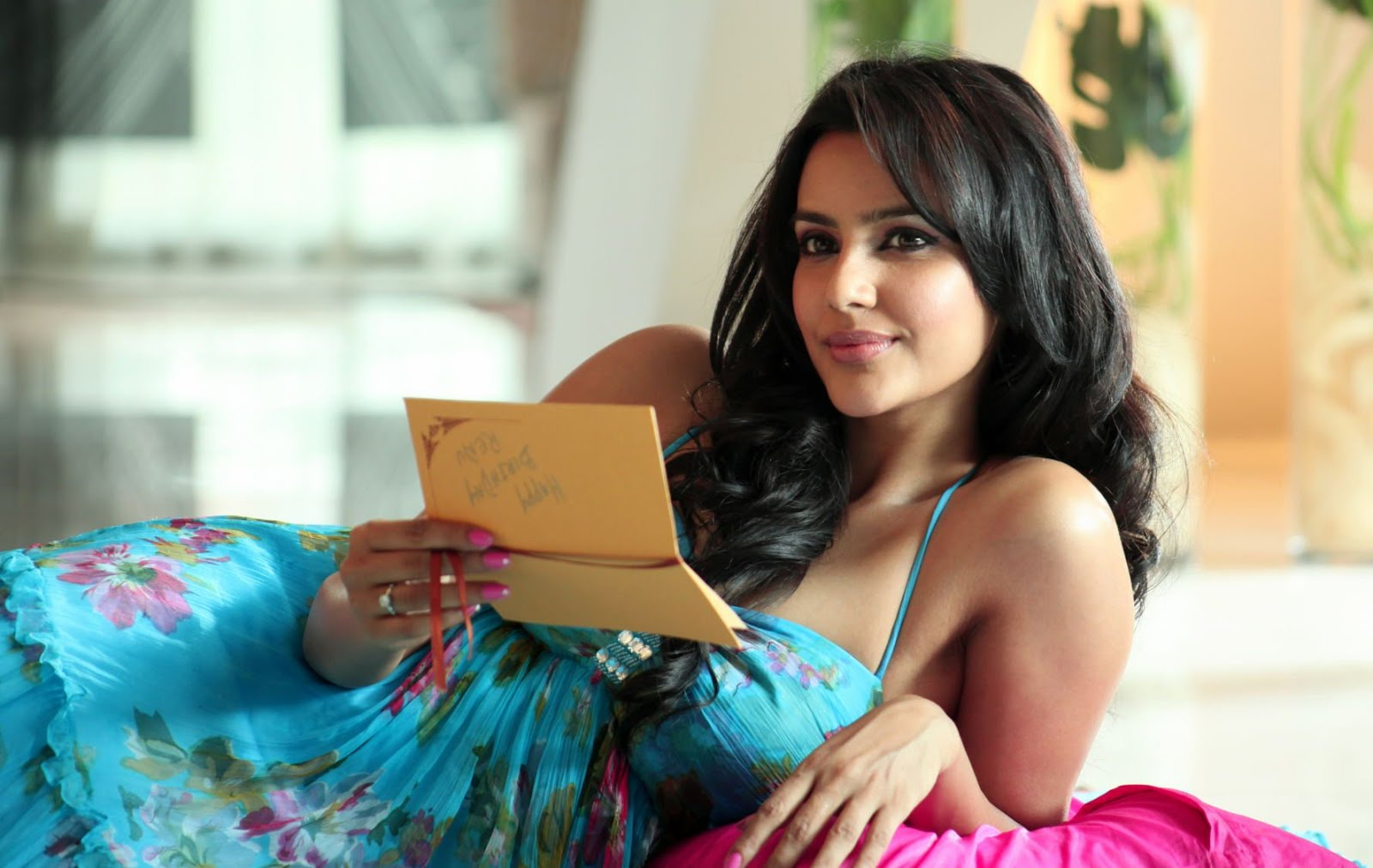 scenic priya anand hot looking new wallpapers & pictures