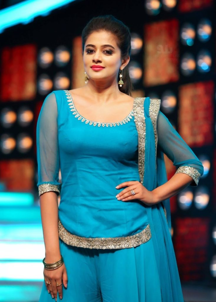 Priyamani Lovely & Cute Pics