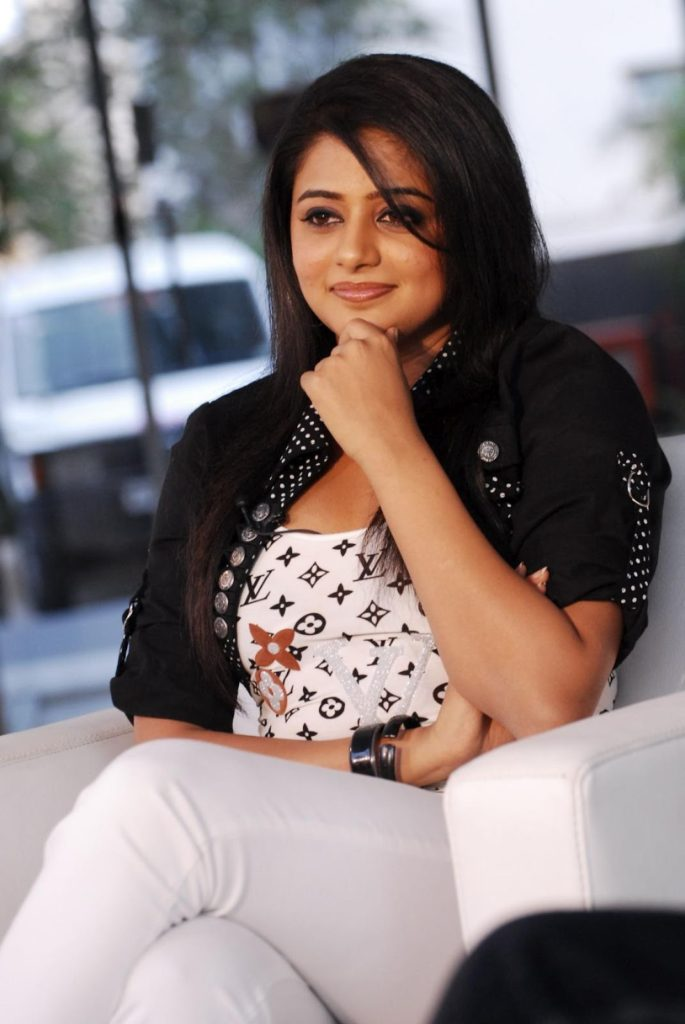Priyamani New & Nice Wallpapers